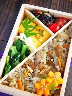 Japanese Autumn Bento Lunch: Takikomi-gohan (Seasoned rice with vegetables), Egg omelet, Sesame Spinach and Flower Carrots. |弁当