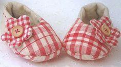 Zapatitos de tela para niña hecho a mano - picture tutorial and free pattern