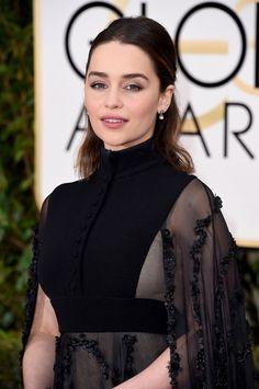 Le demi-chignon élégant d'Emilia Clarke