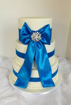 https://flic.kr/p/yBoW1z | Elegant three tier wedding cake with brooch and turquoise blue ribbon | Design was brought in by client