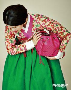 Hanbok차이 김영진(Tchai Kim Young Jin), 드로 스트링백 1백73만원구찌(Gucci).