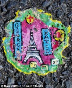 Ben Wilson - miniature on gum stuck to pavement Bizarre Art, Weird Art, Ben Wilson, Gum Stick, Chewing Gum, Street Artists, Pavement, Cool Art, Miniatures