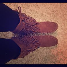 BNWOT! Minnetonka fringe boots Perfect condition, never worn except for trying on in the house. 2 fringe layers Minnetonka Shoes Moccasins