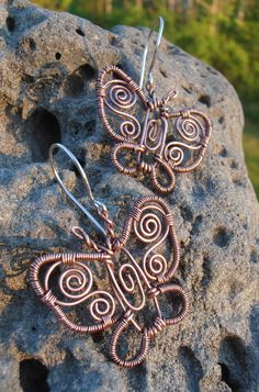 These beautiful butterfly earrings are made out of natural copper jewellery wire (antiqued), size is 1 and 1/4 inch wide and about 1 inch high. Price is 35$ (+4$ S/H if mailed)
