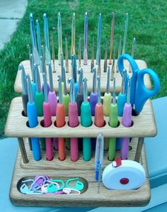 Handmade Saturday ~ an Elite crochet caddy for all your hooks and thingy's!