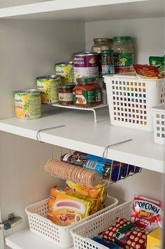 questão Kitchen Pantry Design, Kitchen Organization Pantry, Diy Organization, Kitchen Storage, Kitchen Decor, Simple Life Hacks, Sweet Home, Decoration, Personal Organizer