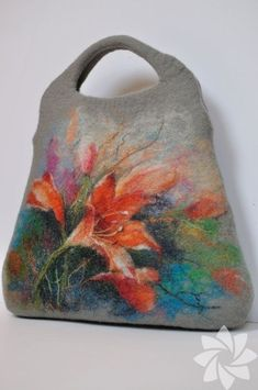 For those who want to make bags from felt . - nucaf - - For those who want to make bags from felt . Nuno Felting, Needle Felting, Felt Pictures, Felt Purse, Wool Art, Felt Baby, Felting Tutorials, Felt Ornaments, Felt Flowers