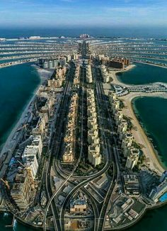 Man-Made Palm Island in Dubai Dubai City, Palmeninsel Dubai, Visit Dubai, Abu Dhabi, Palm Island Dubai, Dubai Islands, Places To Travel, Places To See, Dubai Holidays