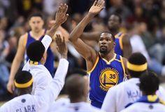 Com show de Durant, Warriors vencem Cavs de LeBron (de novo) e NBA fica perto do fim https://angorussia.com/desporto/show-durant-warriors-vencem-cavs-lebron-novo-nba-fica-perto-do-fim/