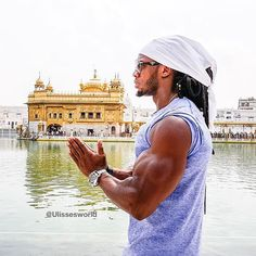 picture of the day 📷 Natural Bodybuilding Icon, Musclemania World Pro and Universe Pro Champion visiting Sri Harmandir Sahib Ji during his tour in India and Punjab. Here's a repost. Harmandir Sahib, Golden Temple, Natural Bodybuilding, India Tour, 16th Century, Beautiful Beaches, Wonders Of The World, Champion, Universe