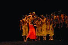 Doppia Pina Bausch a Napoli. Al San Carlo il Tanztheater Wuppertal festeggia i suoi quarant'anni allestendo i mitici Café Müller e La Sagra della Primavera