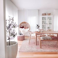 Do you love the colour pink but are afraid to use it in your home?  Do you think that it will be overwhelming?  If so then read further and let me show you how to use pink in your next interior decorating project.