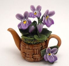 violets teapot by Lory