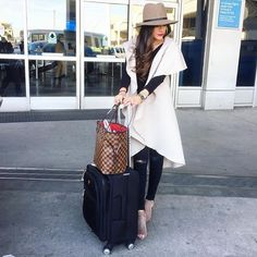The Sweetest Thing: 8 Airport Travel Style Outfits To Re-Create This Year Airport Travel Outfits, Airport Style, Airport Clothes, Airport Attire, Airport Chic, Fall Outfits, Cute Outfits, Fashion Outfits, Fashion Styles