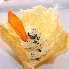 Mousse di baccalà su cialda di parmigiano | Ristorante La Lanterna