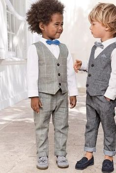 These two can't QUITE believe how good they look! Wedding season is fast approaching so make sure they're suited and booted! Toddler Wedding Outfit Boy, Baby Boy Dress, Baby Boy Outfits, Baby Wedding Outfit, Toddler Suits, Kids Suits, Little Boys Suits, Boys Wedding Suits, Wedding With Kids