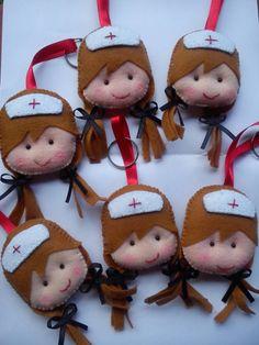 Chaveiro feito em feltro de enfermeira ou outras profissões. <br>Pedido mínimo de 10 chaveiros.