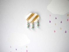 雨降りブローチ 白×ゴールド by raindrops cafe アクセサリー コサージュ・ブローチ