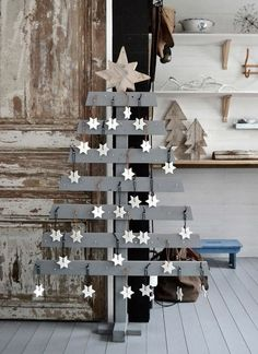 painted reclaimed wooden pallet christmas trees for festive decor