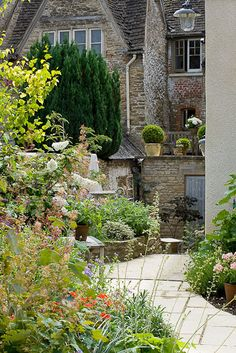 Antique collectors house in Cotswolds