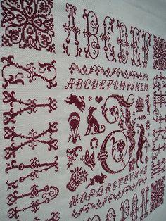 Broderie en point de croix rouge nomé Monogramme I de Clorami Designs