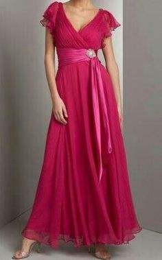 ¿Quieres empezar el Año de color? Atrévete con un vestido rosa para la fiesta de Nochevieja