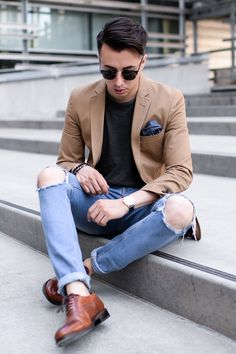 Tan blazer + t-shirt + distressed jeans + brown oxfords