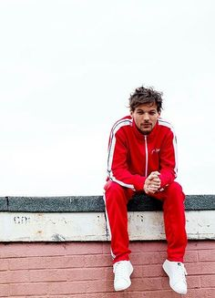 "tmlnsn: ""Louis Tomlinson photographed by Will Robson-Scott "" Louis Et Harry, Louis Tomlinsom, Rebecca Ferguson, Nicole Scherzinger, Red Aesthetic, Aesthetic Photo, Liam Payne, Zayn Malik, Harry Styles"