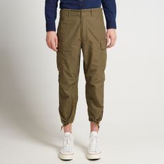 """Vintage workwear combined with military aesthetics, Beams Plus continues to find their inspiration from the so-called American """"Golden Era"""". Utilizing functional detailing based on a historical background of US uniforms, this 6 pocket military pant are made from a Japanese cotton twill, replicated in a multi pocket set up, with adjustable waist and cuffs.  Cotton Twill Adjustable Waist Zip & Button Closure Multi-Pocket Set Up Drawcord Adjustable Cuffs"""