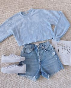 There are 3 tips to buy shoes, shorts, sweater. Teenage Outfits, Girly Outfits, Mode Outfits, Cute Casual Outfits, Simple Outfits, Outfits For Teens, Pretty Outfits, Stylish Outfits, Girls Fashion Clothes
