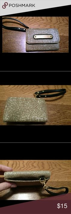 Juicy couture credit card wristlet Glittery gold wristlet by juicy couture. Snap closure with does die credit cards and money bill fold. Juicy Couture Bags Clutches & Wristlets