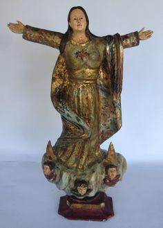 PORTUGAL Séc. XIX - Magnífica imagem de nossa senhora, em madeira nobre, com policromada em ouro, olhos de vidro. Final do Séc. XIX. Início do Séc. XX. Med. 60cm de altura. 38cm de largura.