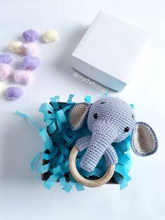 Crochet Baby Toys, Crochet Dolls, Elefante Dumbo, Crochet Elephant, Hobbies And Crafts, Yarn Crafts, Baby Gifts, Free Pattern, Crochet Patterns