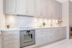 10 Inspiring Modern Kitchen Designs – My Life Spot Ikea Kitchen, Home Decor Kitchen, Kitchen Interior, Kitchen Dining, Kitchen Cabinets, Design Kitchen, Beautiful Kitchens, Cool Kitchens, Küchen Design