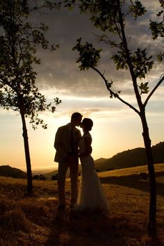 Exceptional silhouette photos of the bride and groom ~ we ♥ this! moncheribridals.com