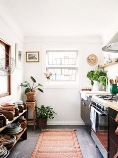 modern kitchen decor with ranch vibes via design files / sfgirlbybay