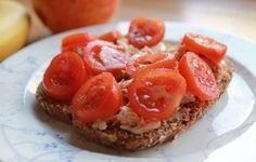 Tomato and tuna on McCambridge Irish Soda Bread. Soda Bread, Bruschetta, Tuna, Irish, Ethnic Recipes, Food, Irish Language, Essen, Meals