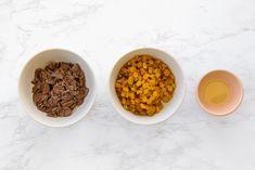 Chocolate-Covered Raisins Recipe Vegan Gluten Free, Vegan Vegetarian, Chocolate Covered Raisins, Raisin Recipes, Classic Candy, How To Make Chocolate, Dried Fruit, Baking Sheet, Dog Food Recipes