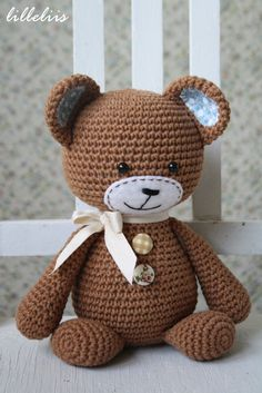 Downloadable pattern written in English (US terminology) and Dutch.  This is Smugly-bear - he`s such a sweetheart! Stumpy body, smugly face and cute frisky ears give him the special character. He is a clumsy teddy, but even when he stumbles he still looks sweet because of the special heart on his butt :) This amigurumi teddy is easy to make and works up really quickly.  Size: about 21 cm (8 inches) Skill level: easy (single crochet) + some basic sewing skills required  Supplies: The patt...