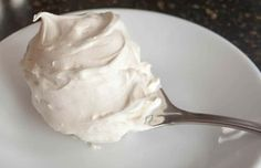 Whipped Cream Cream Cheese Frosting with Video! - The Merchant Baker Whipped Vanilla Frosting Recipe, Best Frosting Recipe, Whipped Cream Cheese Frosting, Making Whipped Cream, Frosting Recipes, Buttercream Frosting, Vanilla Buttercream, Not Too Sweet Frosting, Almond Pound Cakes