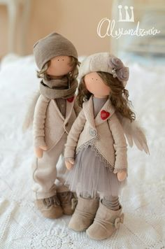 These angelic dolls are stunning and beautifully made. I wish the creator source/url was on this pin.