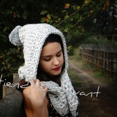 LINDA CAPA A CROCHET SÓLO $8000 ←←←←← Crochet Solo, Crochet Hats, Maria Jose, Winter Hats, Instagram Posts, Fashion, Mantle, Beanies, Knitting Hats
