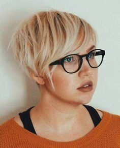 50 Super Cute Looks with Short Hairstyles for Round Faces Chopped Blonde Pixie For Fine Hair Pixie Haircut For Round Faces, Short Hair Cuts For Round Faces, Round Face Haircuts, Short Hair With Layers, Pixie Haircuts, Haircut Short, Pixie Hairstyles, Layered Hair, Bob Hairstyles For Fine Hair