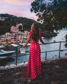 Portofino at sunset ✨✨✨ I've been dying to post this photo from our trip, it's my absolute favorite 😄 If you missed it, my Portofino Travel… Source by pruszinskaya for italy trip Europe Outfits, Italy Outfits, Travel Outfits, Vacation Outfits, Mode Gipsy, Foto Casual, Photos Voyages, Summer Photos, Photo Instagram