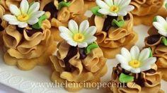 Helena Vybíralová - Lekníny s karamelovým krémem Party Platters, Dessert Recipes, Pudding, Cupcakes, Candy, Cookies, Baking, Rest, Food