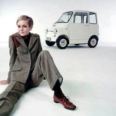 Twiggy and ford comuta...1967 1960s mod vintage fashion, 1960s ads, swinging sixties