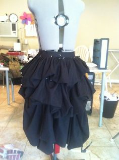 Good tutorial for making an open front bustle skirt