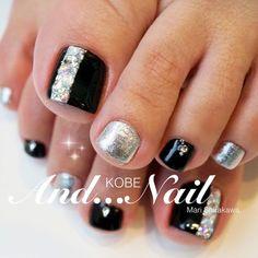 大人な秋冬ペディ #秋 #冬 #オールシーズン #フット #ワンカラー #ビジュー #ブラック #シルバー #ジェルネイル #白川麻里★神戸アンドネイル #ネイルブック Pedicure Designs, Pedicure Nail Art, Toe Nail Designs, Toe Nail Art, Green Toe Nails, Pretty Toe Nails, Cute Toe Nails, Feet Nail Design, Nail Polish Style