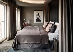 This is how the hotel feel is created in the room (according to an interior expert) - Home Bedroom, Modern Bedroom, Master Bedroom, Bedrooms, Hotel Bedroom Design, Design Hotel, Bedroom Designs, Home Design, Romantic Bedroom Decor