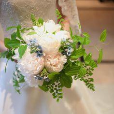 kiyomi iwashiroさんはInstagramを利用しています:「結婚式のブーケは芍薬の花を持つのが夢だった新婦さま…願いが叶いましたね! 丁寧に丁寧に束ねさせていただきました。 photo…………………takamatsu #springwedding#earthflorist#シャクヤクブーケ#botanicallife#ピュアブルー#」